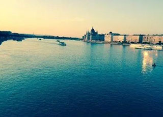 世界上最牛的河,有四个半国的首都在河边